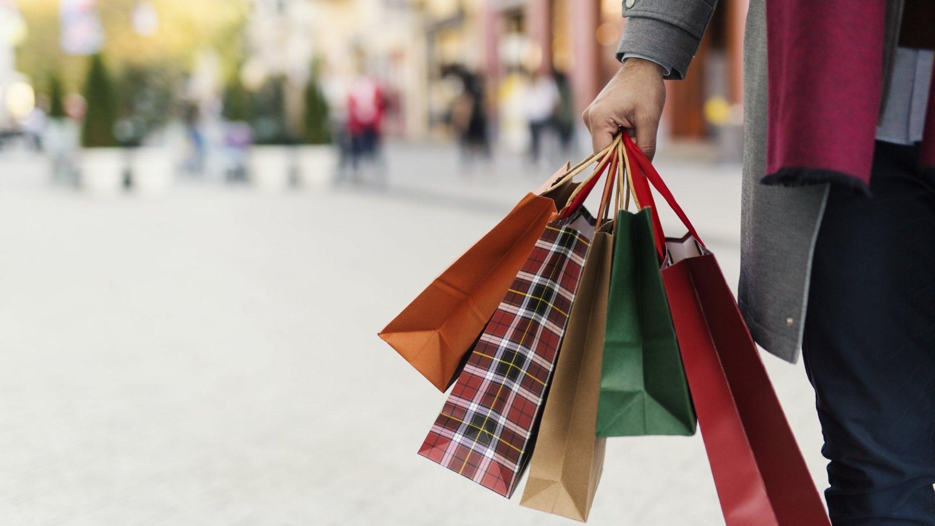 Valentine's Day spend likely to decline, says FNB